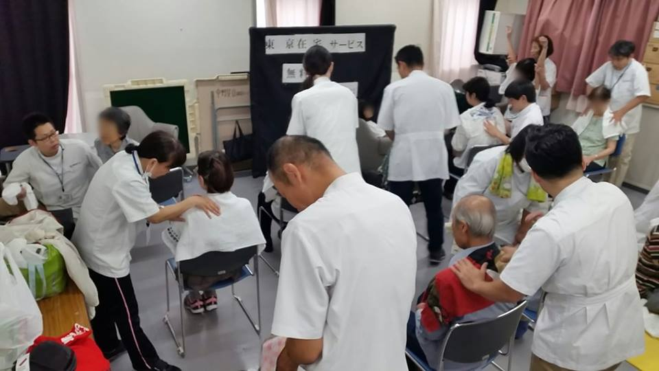 中野共立健康まつり・ボランティアマッサージ