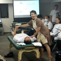 東京在宅サービスの社内勉強会 井上PTによる肩関節周囲炎リハビリテーション_実践8