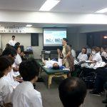 東京在宅サービスの社内勉強会 井上PTによる肩関節周囲炎リハビリテーション_実践3