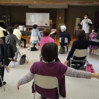 肩こり予防運動1_中野区生活機能プログラム_肩こり予防口座@やよいの園2011162